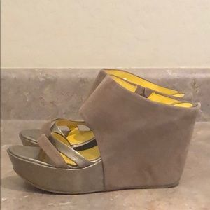Reaction Kenneth Cole Wedges